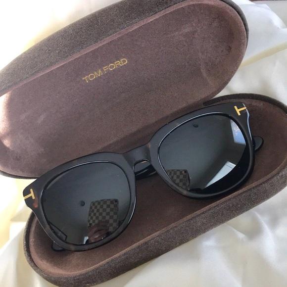 6ce69b1af2b Tom Ford Unisex Cary Sunglasses Wayfarer Tortoise.  M 5a9b126b50687c5908372599. Other Accessories ...